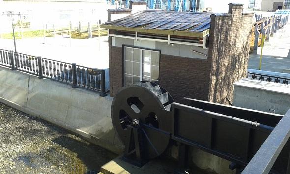 Микро ГЭС с водяным колесом